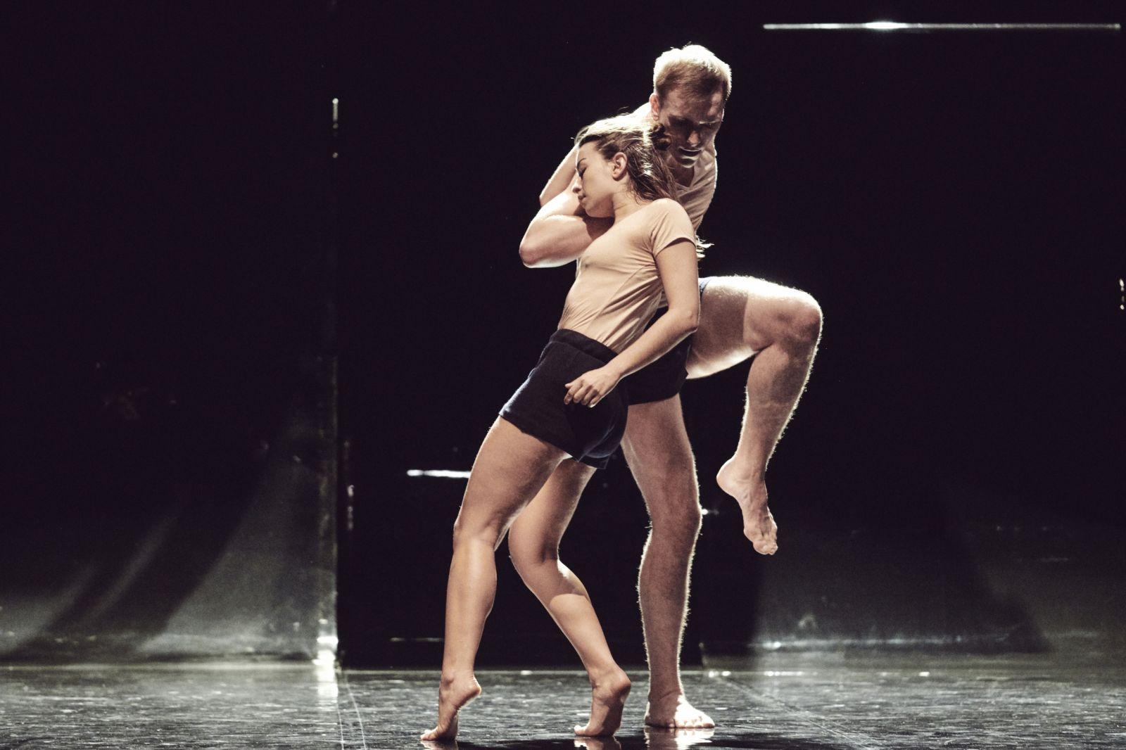 danse2021_yuval_pick_credit_sebastien_erome_01.jpg